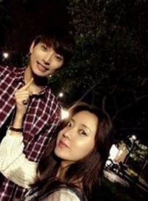 """Stars of """"Marriage, Not Dating"""" Han Groo and Jung Jinwoon"""